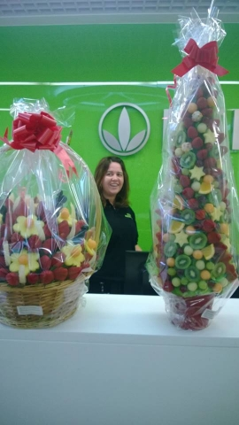 Healthy Fruit Gifts as Edible Arrangements delivered to Herbalife Uk